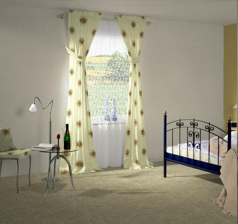wie sieht das zimmer vor dem besuch des designers aus. Black Bedroom Furniture Sets. Home Design Ideas