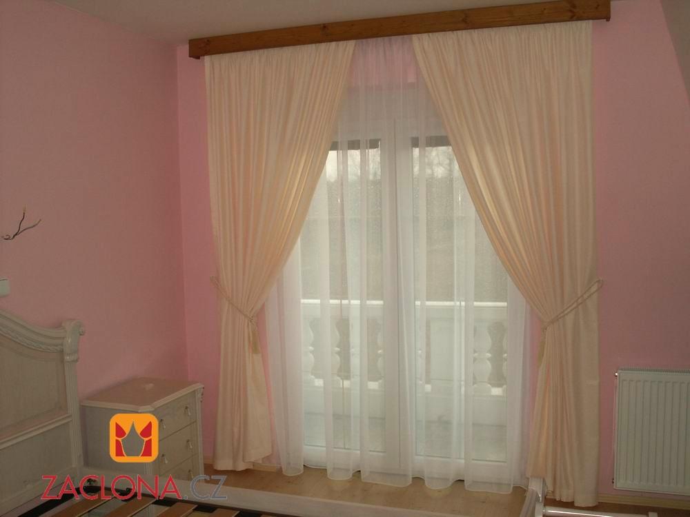 ložnice - pohled od postele