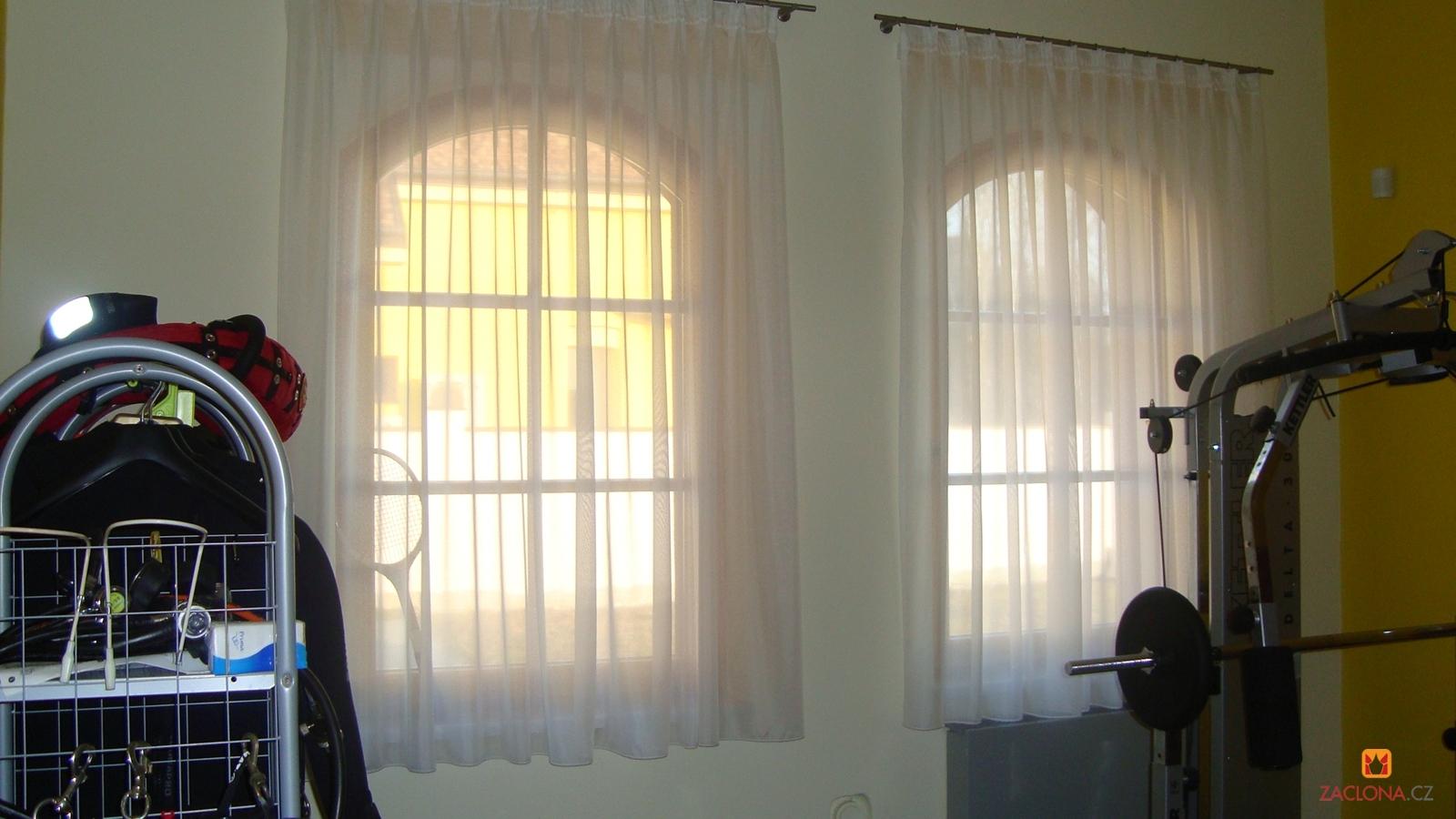 Haus mit Bogenfenstern   Realisation der Treppe und des Umfelds