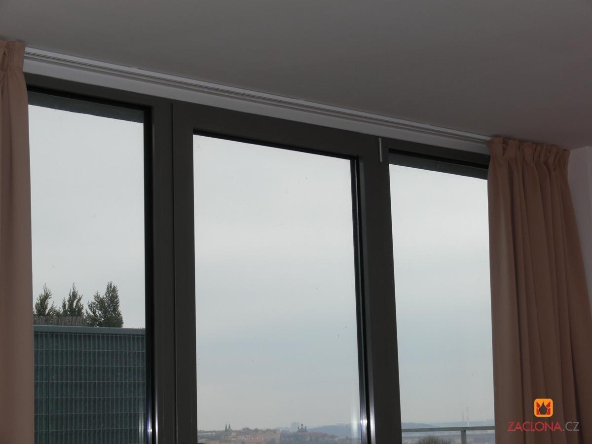 41 . Die klassischen dimout und blackout Vorhänge sind aus 100% ...