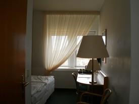 hotel - záclony střešní okna 2