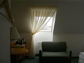 hotel - záclony střešní okna 4