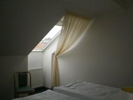 hotel - záclony střešní okna 5