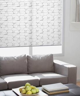 plissé žaluzie v obývacím pokoji