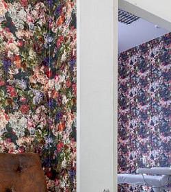 Dekorace stěn s honosným květinovým designem